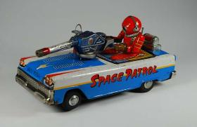 japanese space toys vintage tin japan toy robots Buddy L Space Toy Museum buying vintage Japan tin toys, robots and more,  Current vintage batmobile space toys price guide, ebay vintage space toys, free antique toy appraisals flying sacucers wanted